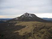 Le Puy de Dôme vu depuis le sommet du Pariou en mars 2006.